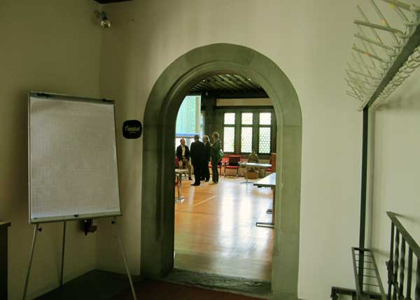 Eingang zum Ratssaal am Tag nach der Wahl