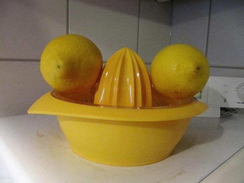 Utensilien für heiße Zitrone. Oder: #iseefaces.
