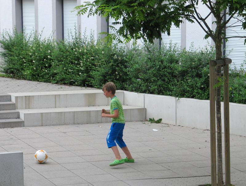 Fussball im Hof
